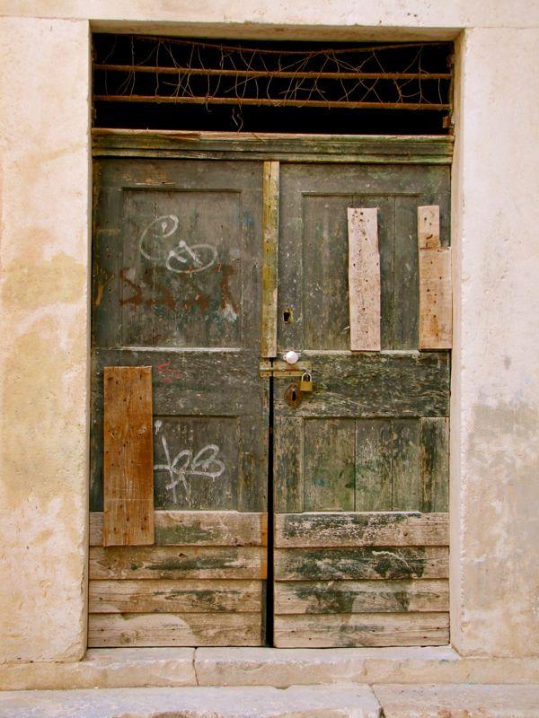 Dubrovnik Door - http://27thandolive.com